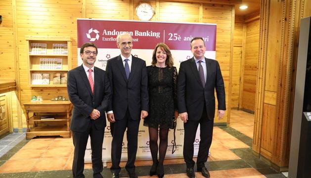 Jordi Cinca, Toni Martí, Esther Puigcercós i Ricard Tubau, ahir al sopar de celebració a Soldeu.