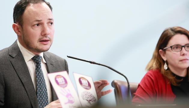 El ministre Xavier Espot i la cap del departament d'igualtat, Mireia Porras, aquesta tarda