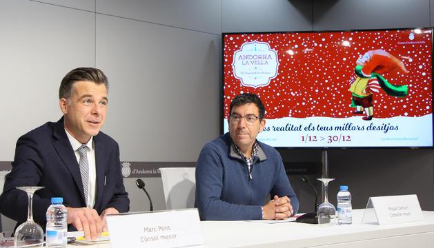 El cònsol menor, Marc Pons, i el conseller Miquel Canturri durant la presentació del Poble de Nadal