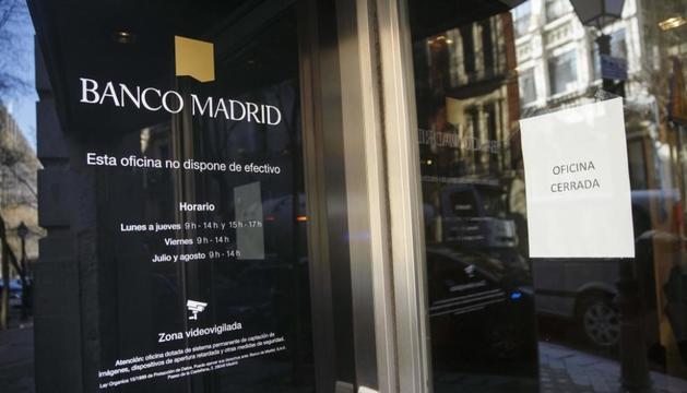 Una oficina tancada de Banco Madrid.