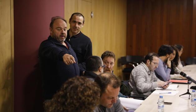 Representants sindicals durant una reunió.