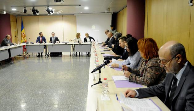 La Comissió Nacional de l'Habitatge es va reunir dimarts. En petit, un tuit del Raonador.