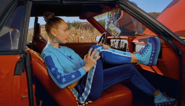 La cantant americana Miley Cyrus ha dissenyat sabates esportives per a Bershka