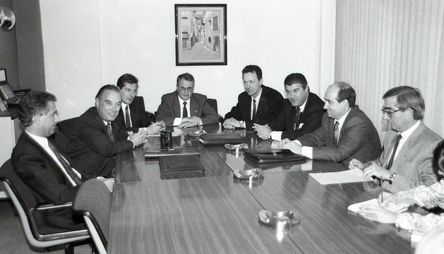 Entrega d'un xec solidari de l'ABA el maig del 1992 a l'escola de Meritxell.