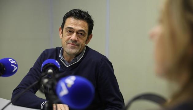 Josep Ángel Mortés en un moment de l'entrevista a la ràdio del Diari