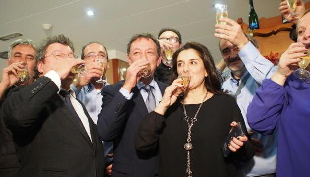Membres de Laurèdia en Comú durant la nit electoral.