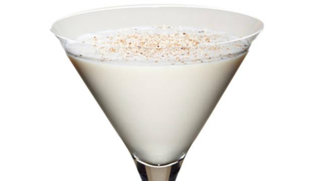 L'Alexander original, preparat a parts iguals amb ginebra seca, cacau blanc i nata, es creu té el seu origen al voltant de 1915