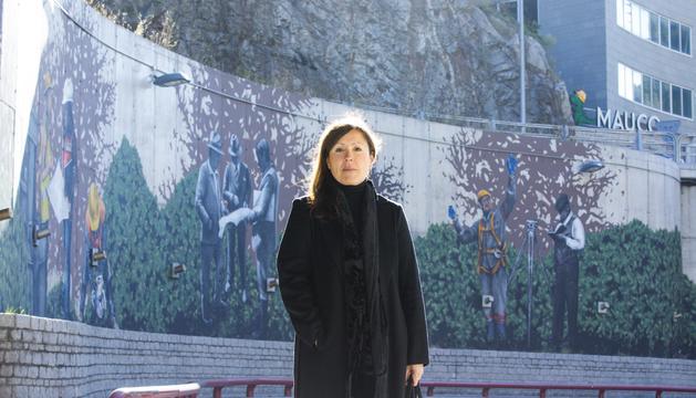 L'artista Samantha Bosque durant la presentació, aquest migdia