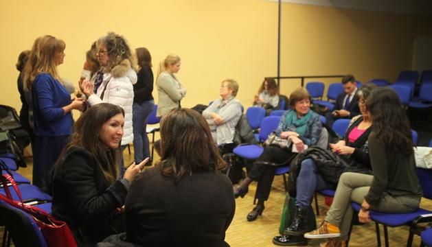 Membres d'Acció Feminista en l'assemblea constituent, ahir.