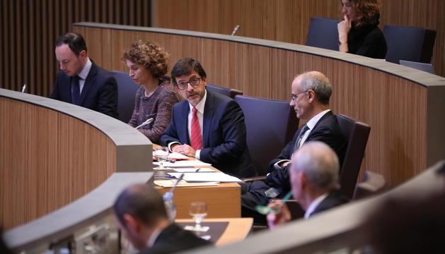 Els ministres Xavier Espot, Maria Ubach, Jordi Cinca i el cap de Govern durant la sessió del Consell General