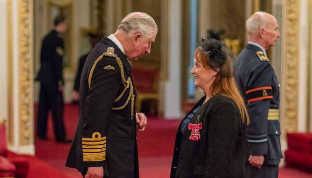 Acte d'entrega de la medalla de l'Ordre de l'Imperi Britànic al Palau de Buckingham, al novembre
