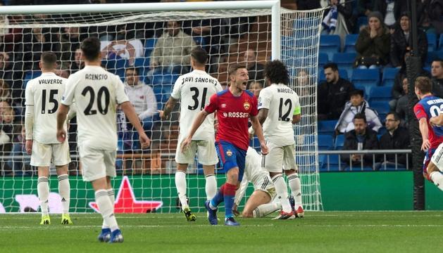 Chalov celebrant el seu gol al Bernabéu.