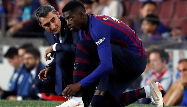 Ousmane Dembélé i Ernesto Valverde en un partit.
