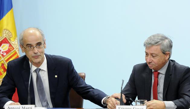 El cap de Govern, Toni Martí, i el prefecte d'Occitània, Etienne Guyot, durant la roda de premsa