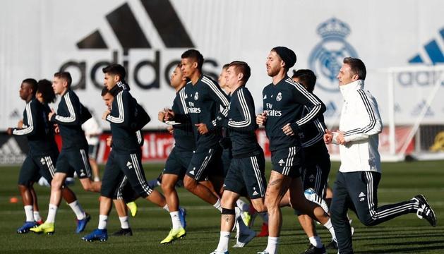 El Madrid va entrenar ahir per preparar el matx.