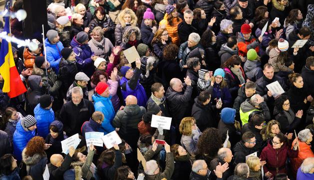 Manifestants contra les noves lleis laborals a l'avinguda Meritxell