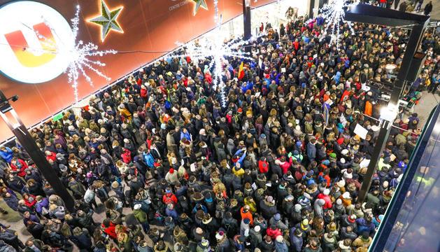 Un miler de persones es van concentrar a l'Avinguda Meritxell per protestar contra la situació sociolaboral a Andorra.