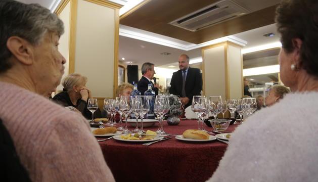 El cònsol major, Jordi Torres, durant el discurs previ al dinar