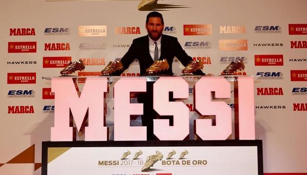 Leo Messi amb les seves cinc Botes d'Or.
