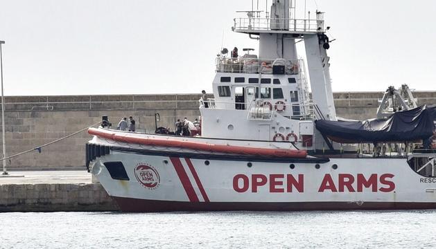 El vaixell de l'ONG catalana 'Open Arms' va rescatar els immigrants davant la costa de Líbia.