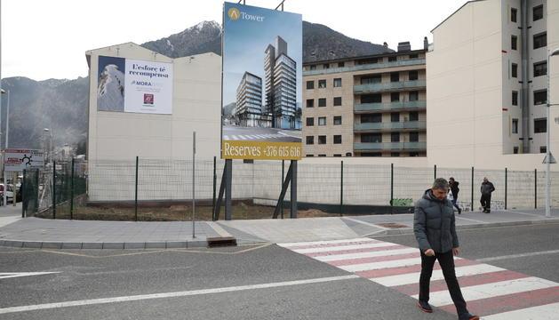 Imatge del cartell que anuncia un dels edificis que es construiran al Clot d'Emprivat.