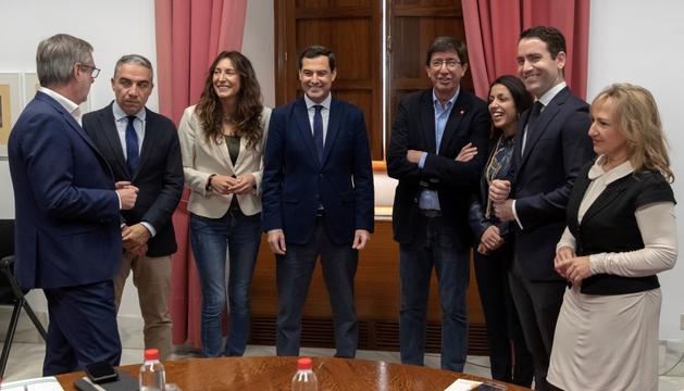 Els equips negociadors del PP i Cs, ahir a Sevilla.