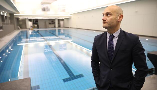 El conseller Jordi Vilanova aquest matí a les piscines renovades
