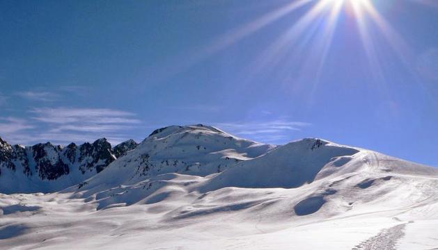 Pic de Pedrons, a cavall entre Andorra i França.