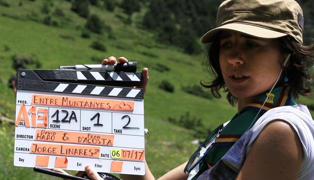 Carla Altimir, al rodatge d''Entre muntanyes', el documental sobre AINA.