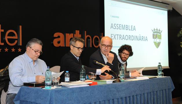 La junta directiva del Futbol Club Andorra, durant l'assemblea d'aquest matí.