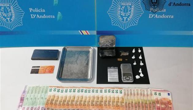 Droga i diners intervinguts per la policia el dia de Nadal