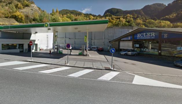 El robatori es va produir en una benzinera BP, al costat del supermercat Ecler.