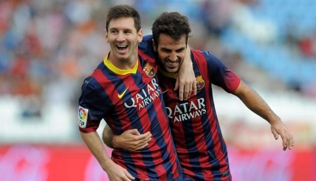 Leo Messi i Cesc Fàbregas celebrant un gol en la seva etapa com a companys a l'FCBarcelona.