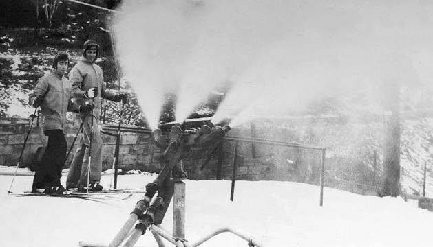 El primer canó de neu es va instal·lar el 1976