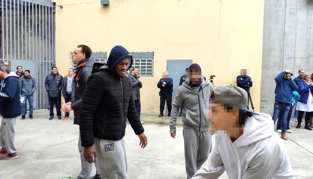 Visita del MoraBanc a la presó.