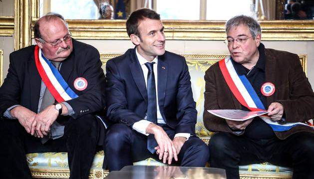 Emmanuel Macron, reunit ahir amb representants de l'associació d'alcaldes rurals de França.