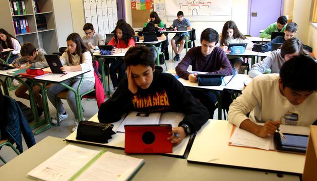Escolars en una aula del país.