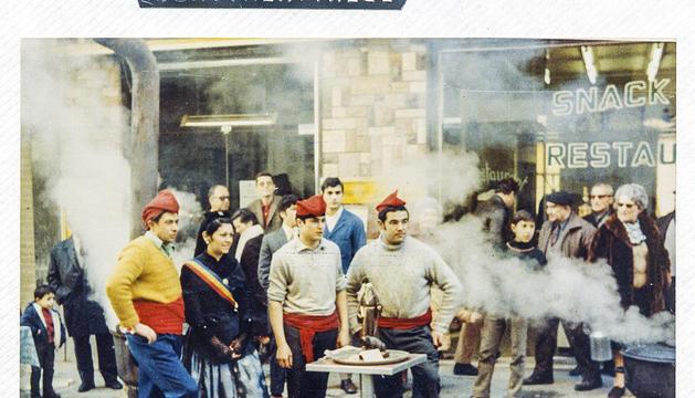 Primera escudella al carrer, que va obrir una tradició que ja dura 50 anys.