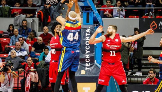 Jordan en un intent de llançament a Saragossa.