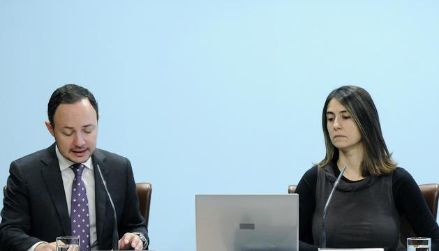 El ministre Xavier Espot i la tècnica Loli Terrón a la roda de premsa sobre el servei de mediació, aquest matí