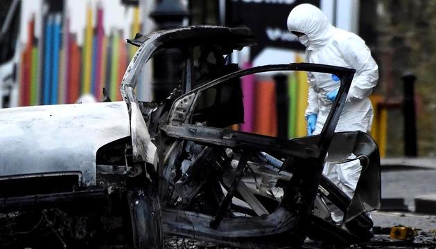 Estat en què va quedar el vehicle després de l'explosió.