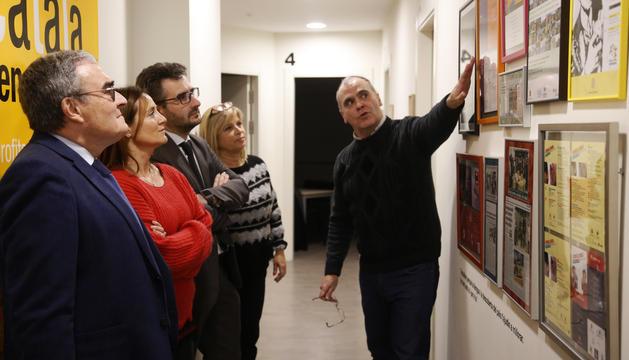 Olga Gelabert, Eric Jover, Àngel Ros durant el primer aniversari del centre d'aprenentatge de català