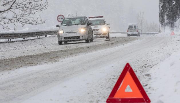 La nevada afecta a la circulació