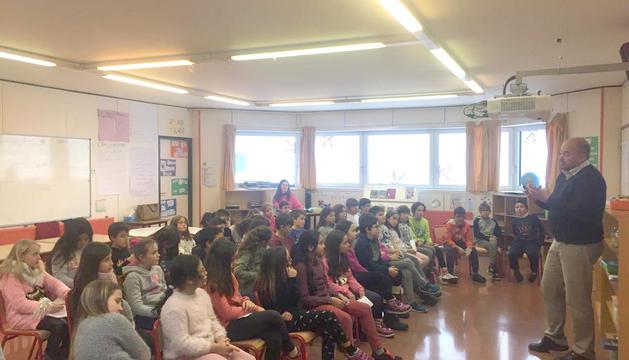 Els alumnes de l'escola andorrana d'Encamp, aprenent sobre el Comú