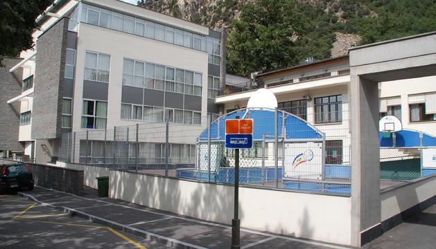 Façana de l'Escola Especialitzada Nostra Senyora de Meritxell