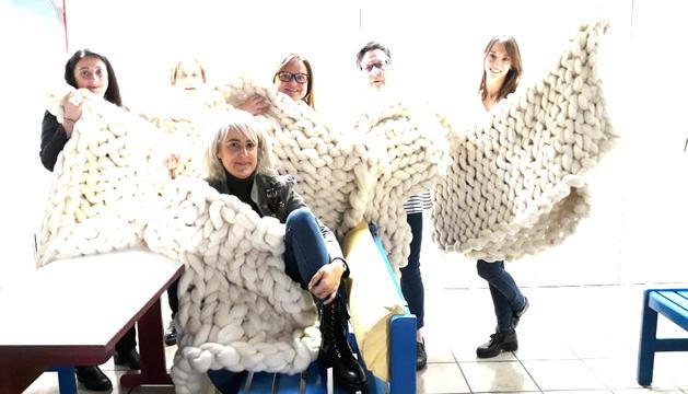 Les assistents al taller, amb les seves mantes.