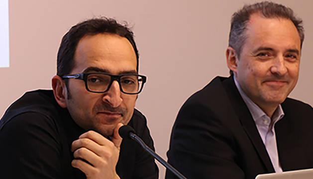El responsable de marca, Hèctor Grau, i el director general d'Andorra Telecom, Jordi Nadal, durant la roda de premsa d'aquest dilluns