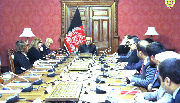 Una trobada entre la delegació dels EUA i el govern afganès.