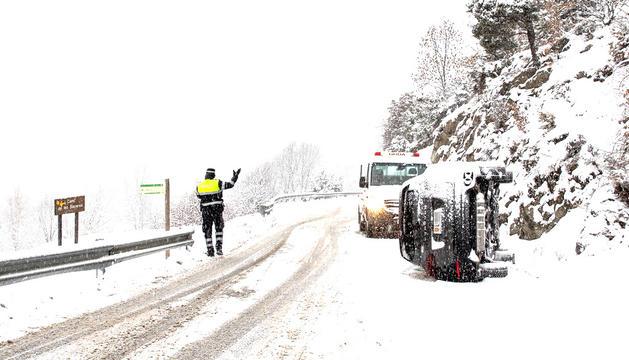 El vehicle bolcat ahir a l'Aldosa.