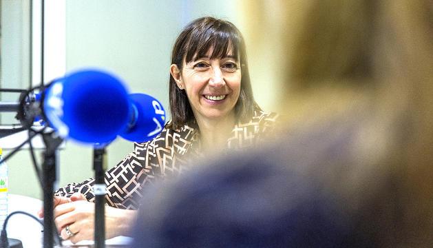 Eva Descarrega durant l'entrevista a la ràdio del Diari.